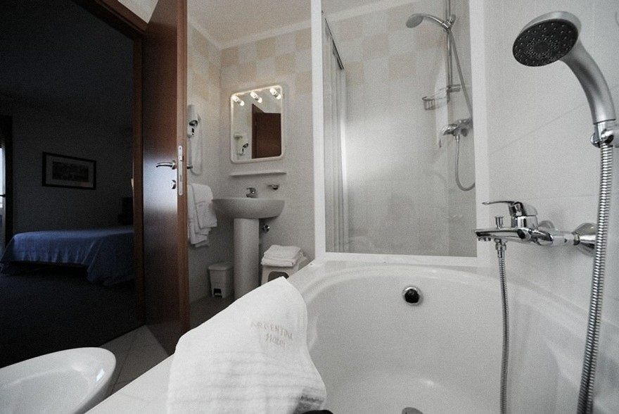 Un'immagine dell'hotel 3 categoria #3stelle #3category  Hotel Argentina #Grado #Gorizia #Friuli #italy: /1/0/0/5/7/4/camera3.jpg