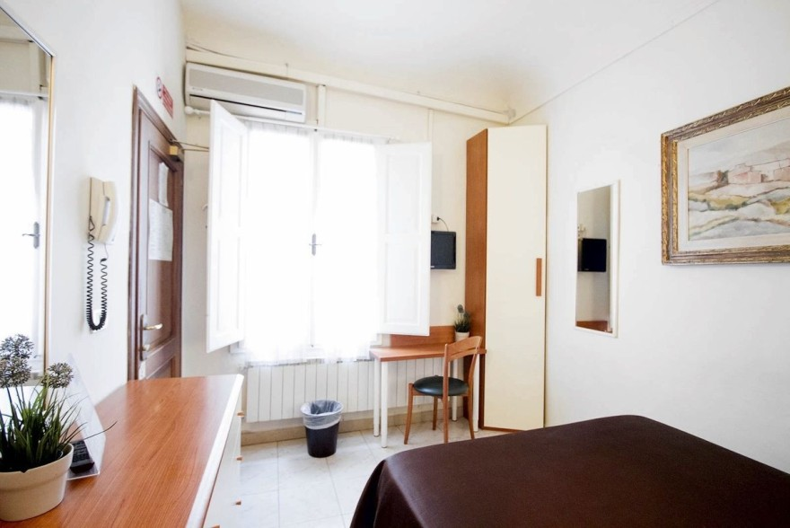 Un'immagine dell'hotel 2 categoria #2stelle #2category  Hotel Maxim #Firenze #Firenze #Toscana #italy: /1/0/2/1/8/4/single superior room 2 .jpg