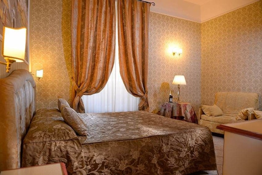Un'immagine dell'hotel 2 categoria #2stelle #2category  Hotel Golden #Roma #Roma #Lazio #italy: /1/0/2/4/1/4/family room.jpg