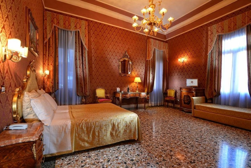 Un'immagine dell'hotel 1 categoria #1stelle #1category  Hotel San Maurizio #Venezia #Venezia #Veneto #italy: /1/0/2/5/1/2/1_junior suite.jpg